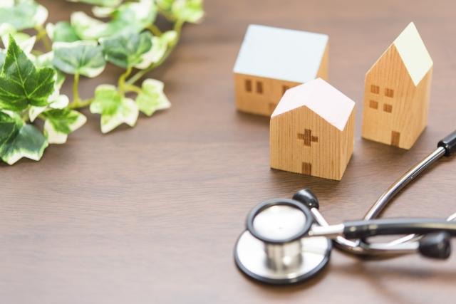治療器具と家の模型